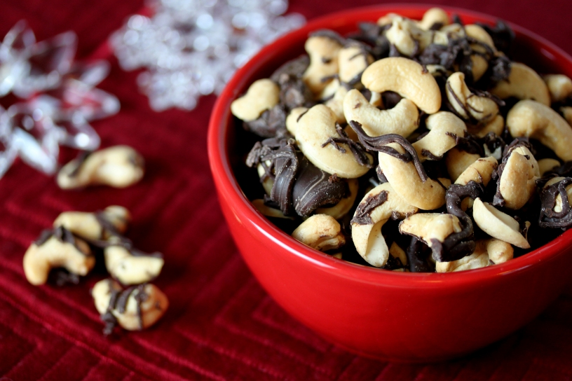 Chocolate-Drizzled Cashews